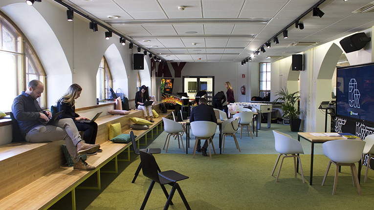 Flux has been designed to offer high flexibility and can host events for up to a hundred people.