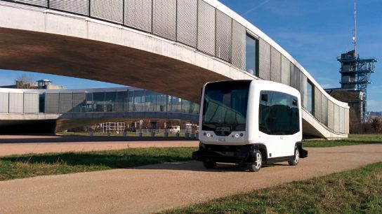 The small electric robot buses can transport up to nine persons in one go.