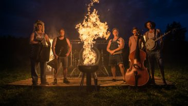 Success is burning brightly for Finnish bluegrass quintet Steve'n'Seagulls. The band's latest slab of countrified hard rock and metal standards, Brothers In Farms, was released last month.