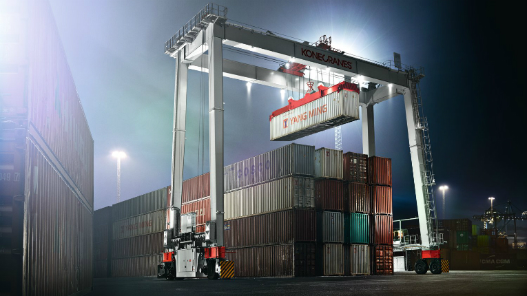 Konecrane's BOXHUNTER RTG crane is the first RTG crane in the world to have the operator cabin down at the truck lane instead of on top of the crane.