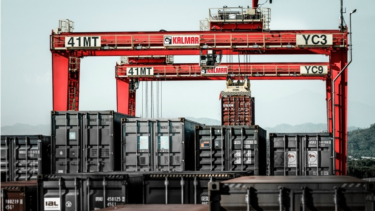 The Kalmar RTG is the tier 4 final diesel-electric power system that significantly reduces emissions in ports.