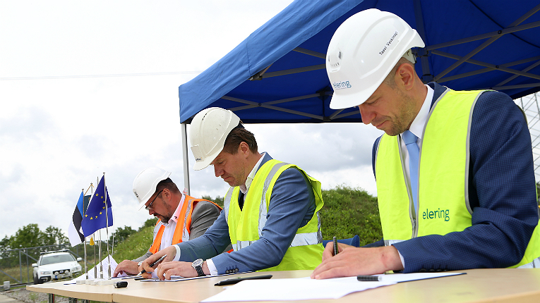 The project contract was signed on 21 August. (left to right) Mait Kesküll from Leonhard Weiss Energy, Jaanis Järvet from Empower and Tarmo Veskimägi from Elering.