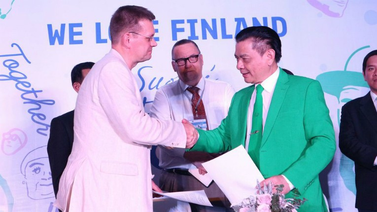 Kyyti Group COO Pekka Niskanen and Mai Linh Group chair Ho Huy signed the letter of intent in Ho Chi Minh City.
