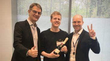 Deeptale's CEO Tero Pänkäläinen celebrates with Finpro's senior advisors Kimmo Ojuva (left) and Marko Salonen (right).