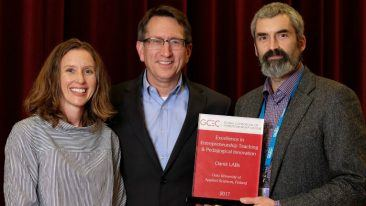Elana Fine (left) from the University of Maryland (Chair of the GCEC Awards Committee), Brad Burke from Rice University (Chair of GCEC Executive Committee) and Blair Stevenson accepting the award on behalf of the Oamk LABs team.