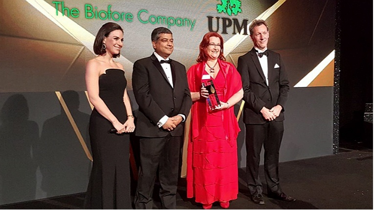 UPM's Sari Mannonen (second from right) was on hand to receive the Bioenergy Industry Leader Award.