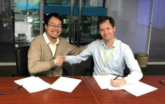 An agreement for a new power plant in Bangladesh was signed by Wärtsilä's Kari Punnonen (right) and Meng Hui from Hubei Electric Power Survey & Design Institute.