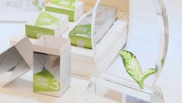 The skincare gift box 2.0 is made out of lightweight paperboard.