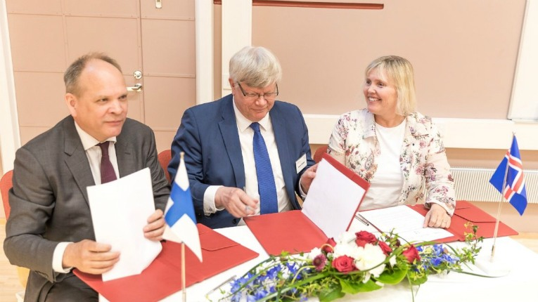 Finland University CEO Pekka T. Saavalainen (left), rector of the University of Turku, professor Kalervo Väänänen and assistant professor at the University of Iceland's School of Education Halldóra Vanda Sigurgeirsdóttir signing the MOU.
