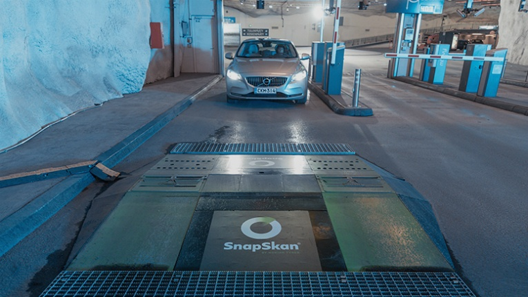 SnapSkan scanner ramps automatically measure the tread depth of tyres and sends the information directly to the drivers' smart device.