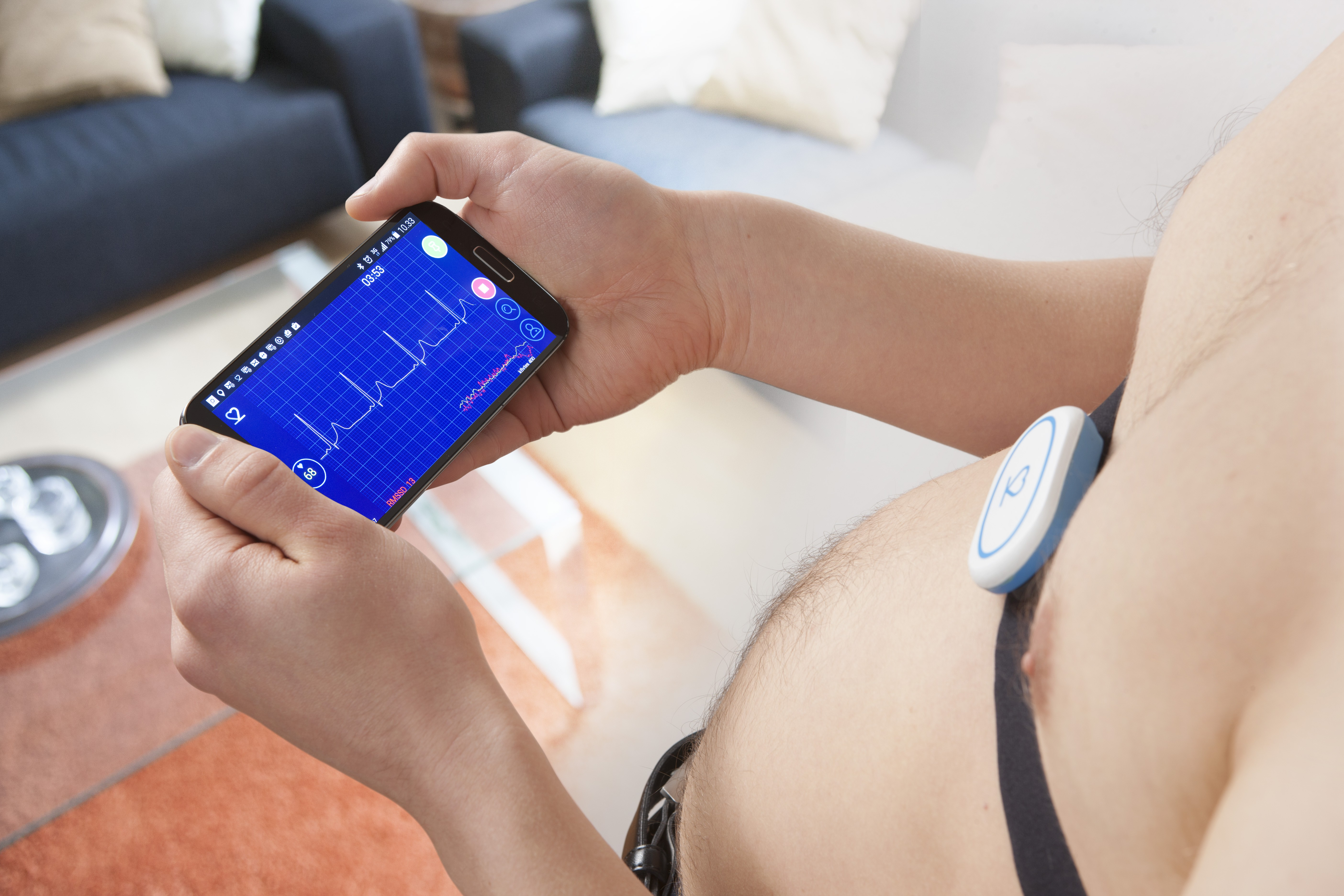 The app allows marking of specific sections of the heart curve when feeling arrhythmias and even record voice comments to facilitate later analyses of the information.