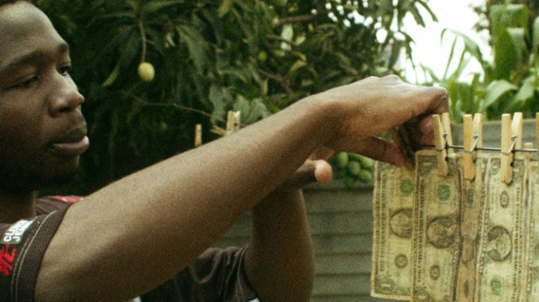 Waste no. 1 Money explores how the Zimbabwe dollar completely lost its value and banknotes literally became recyclable goods.