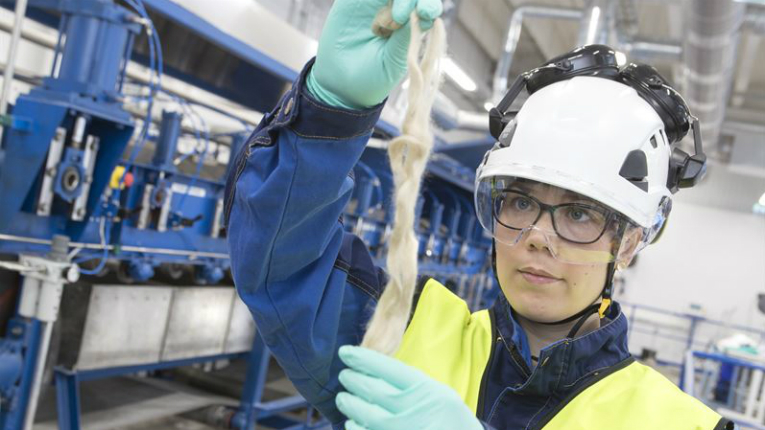 A research environment suitable for the development of wet fibre spinning processes that produce fibre was set up at VTT's Bioruukki facility in Espoo.