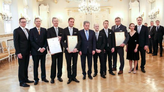 President Sauli Niinistö (centre, with a blue tie) poses with this year's award recipients.