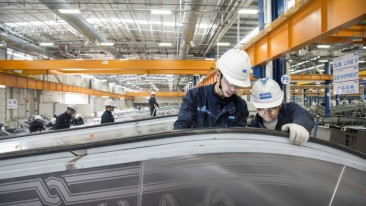 Employees take a closer look at the KONE Park escalator and autowalk plant in Kunshan, China.