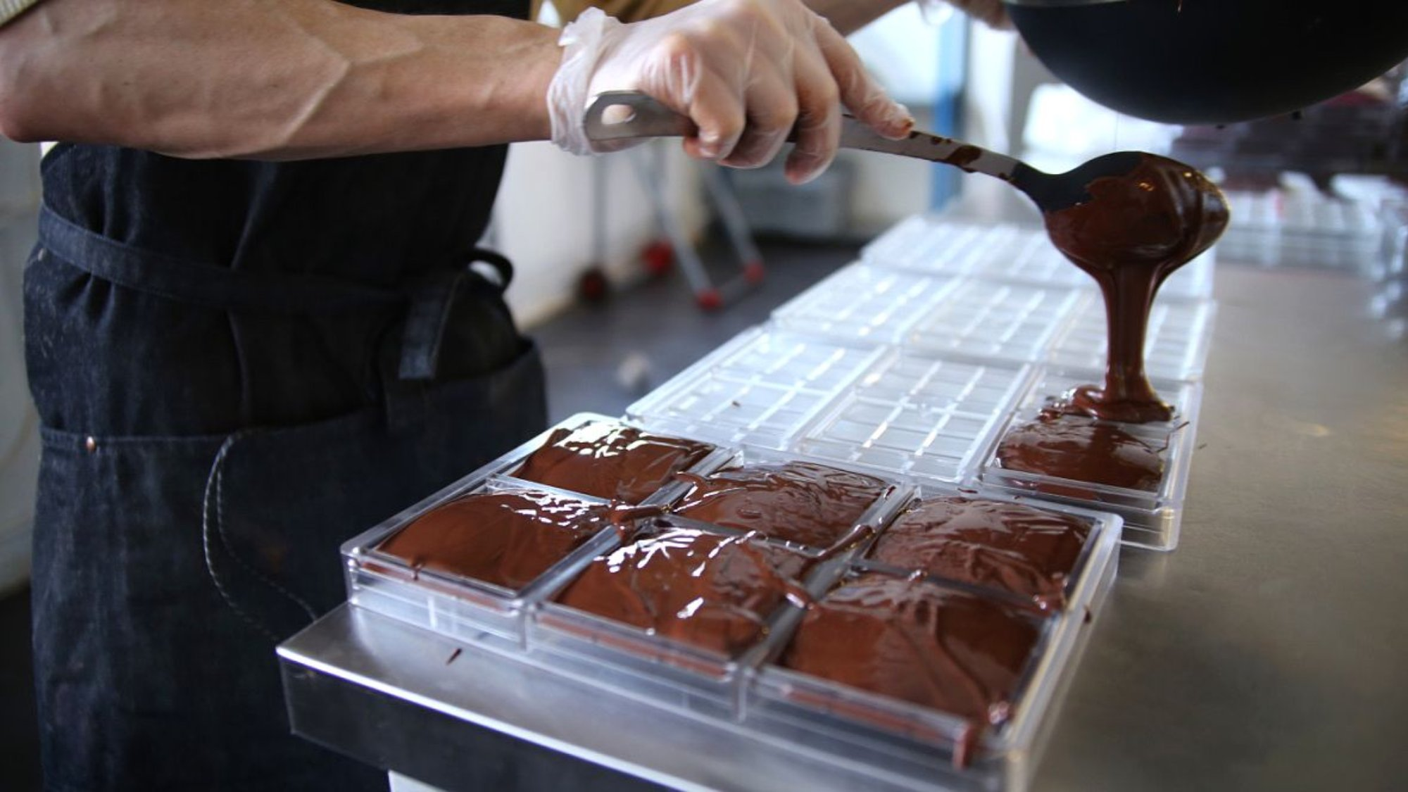 raw chocolate products in making