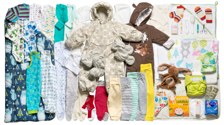 The traditional Finnish baby box contains a variety of clothes, nappies and other child-care products.