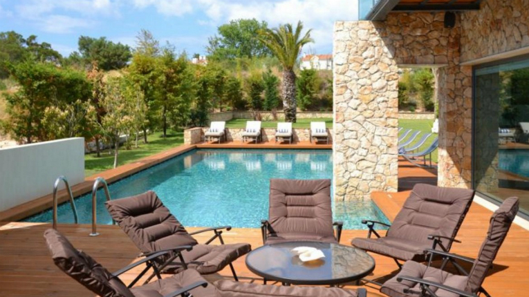 There are Villada villas in nine different countries. This one is located in Portugal.