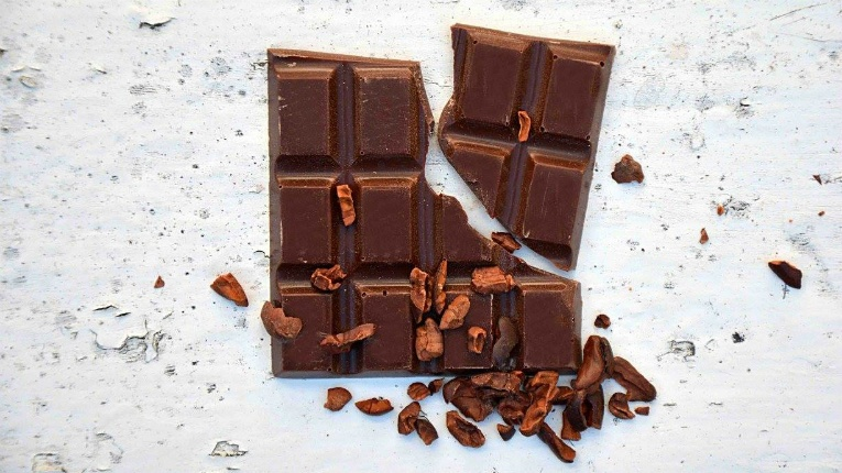 At the Little Chocolate Factory Porvoo, tasty chocolate comes from great beans boosted with passion and creativity. Have you ever tried smoked chocolate before, for example?
