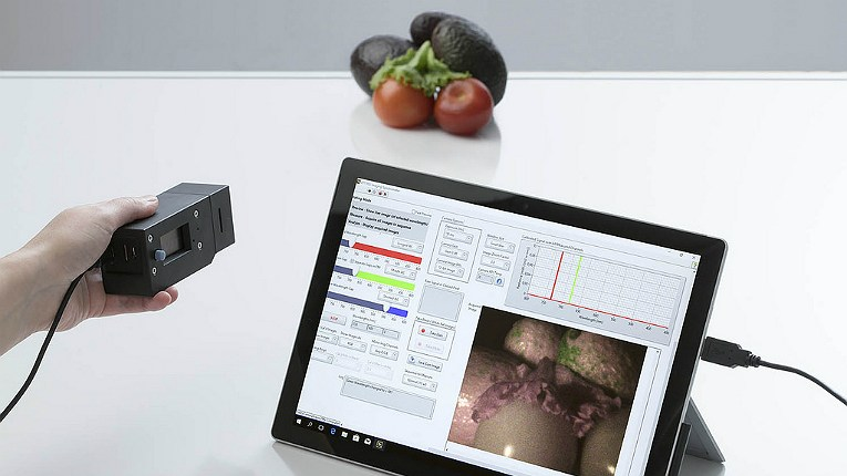 The small VNIR hyperspectral camera is capable of distinguishing raw avocados from ripe.