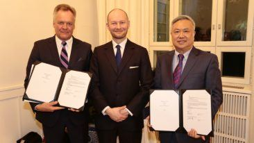 From left to right: Kari Väisänen, EduTAT's chairman of the Board; Sampo Terho, Minister for European Affairs, Culture and Sport; and Li Jingdong, CEO of EE City.