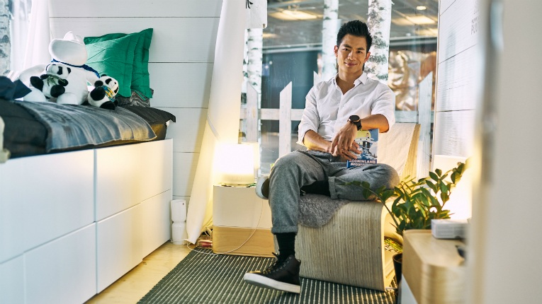 Ryan Zhu lived for 30 days in a eight-square-metre cabin at the Helsinki Airport gate area last October.
