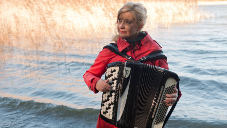 Maria Kalaniemi's lyrical and powerful way of playing has renewed the concept of the accordion as a solo and band instrument, according to The Royal Swedish Academy of Music.