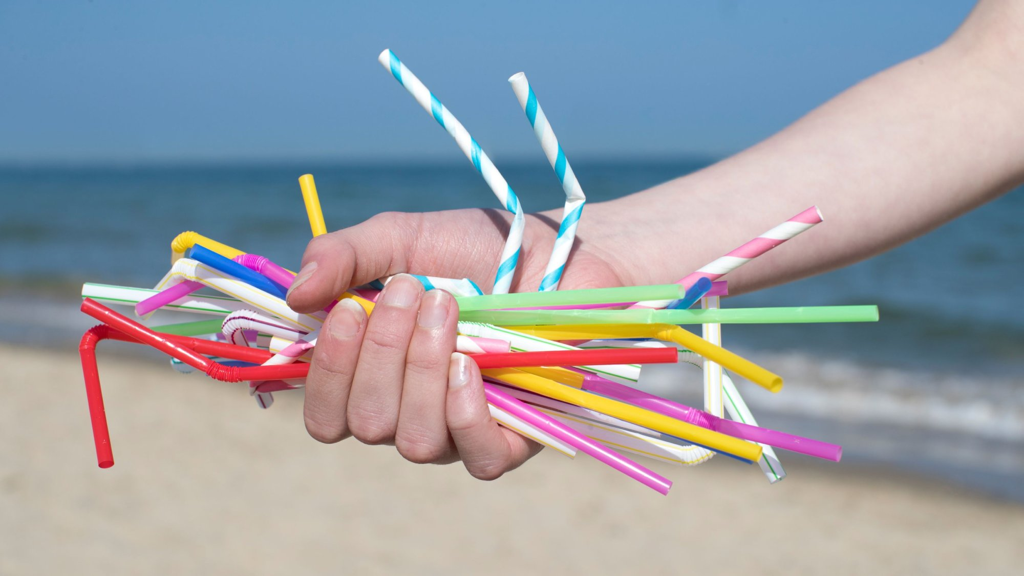 a hand holding some straws