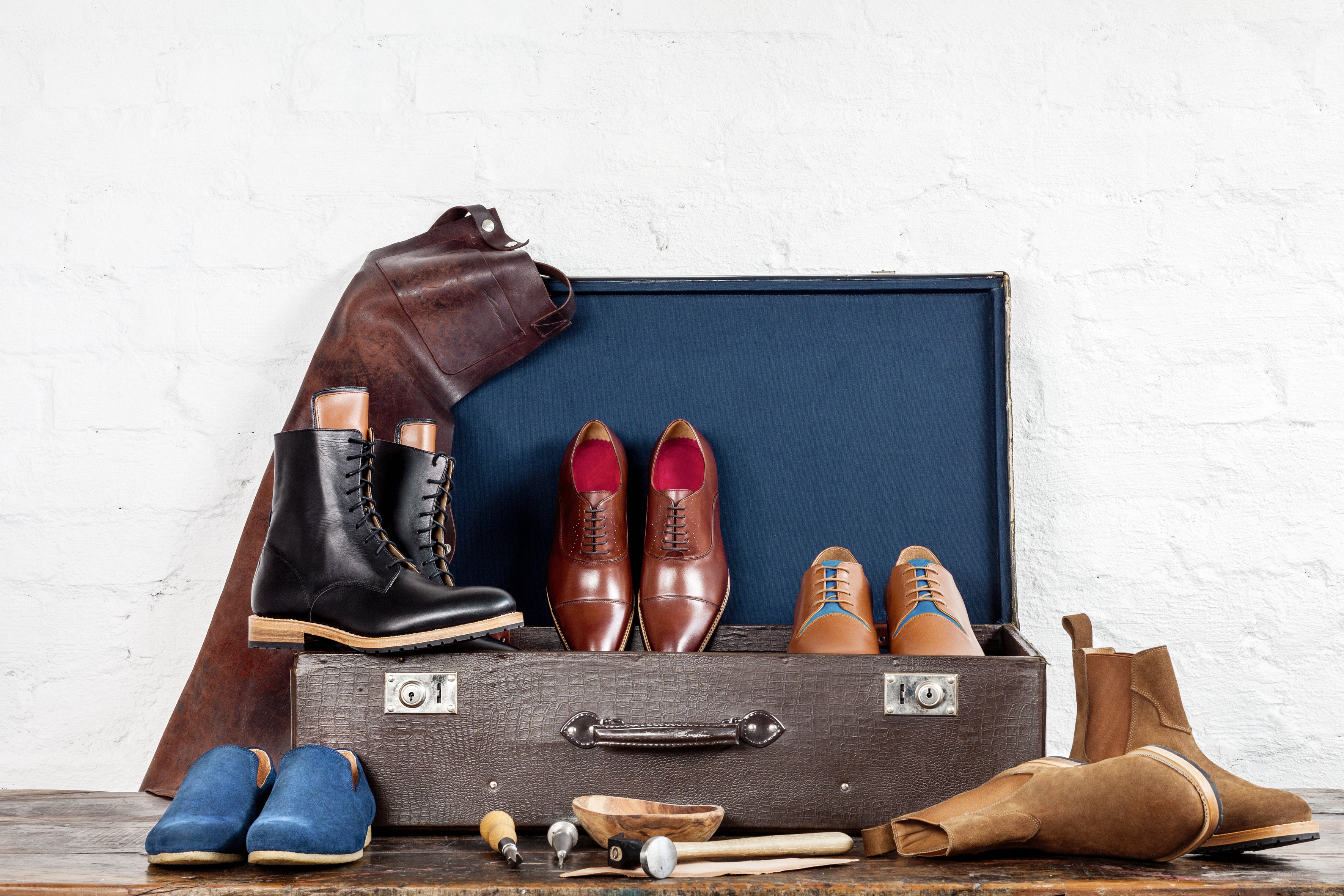 Saint Vacant's product line consist of five essential models: slippers, lace-up boots, dress shoes, casual shoes and Chelsea boots. The only five a gentleman needs.