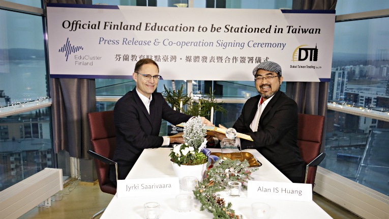EduCluster Finland's CEO Jyrki Saarivaara (left) with DT Company CEO Alan IS Huang at the signing ceremony in Jyväskylä, Finland.