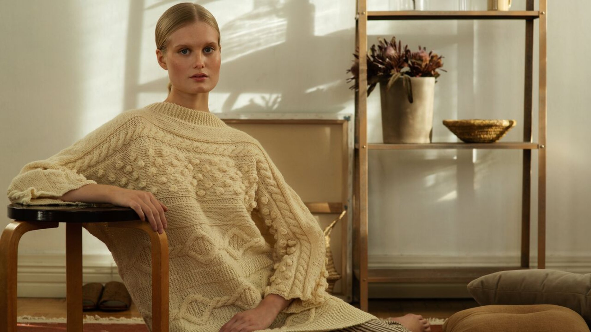 woman wearing a knitted pullover