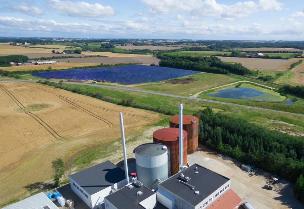 Finnish company Savosolar has delivered a 4 835 m2 extension to the Jelling solar thermal plant, now totaling 20,135 m2.