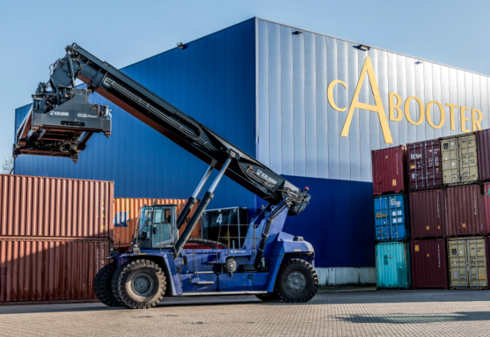 Kalmar, part of Cargotec, has secured the first delivery agreement for its fully electronic reachstacker with Dutch-based global logistics provider Cabooter Group. The Kalmar Electric Reachstacker is powered by advanced lithium-ion battery technology and will be taken into use by Cabooter in 2021. It is set to be trialed at Cabooter's Venlo logistics hub in the Netherlands, where Kalmar Eco Reachstackers are already operating. Kalmar is committed to electrification of its industrial machinery portfolio by 2021, which enable customers to reduce fuel costs and comply with increasingly strict airborne and noise emissions standards.