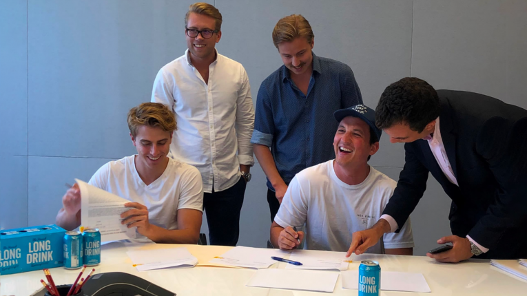 Hollywood actor Miles Teller (second from right) has given the thumbs up to The Finnish Long Drink in the best way possible: by becoming a part owner of the company.