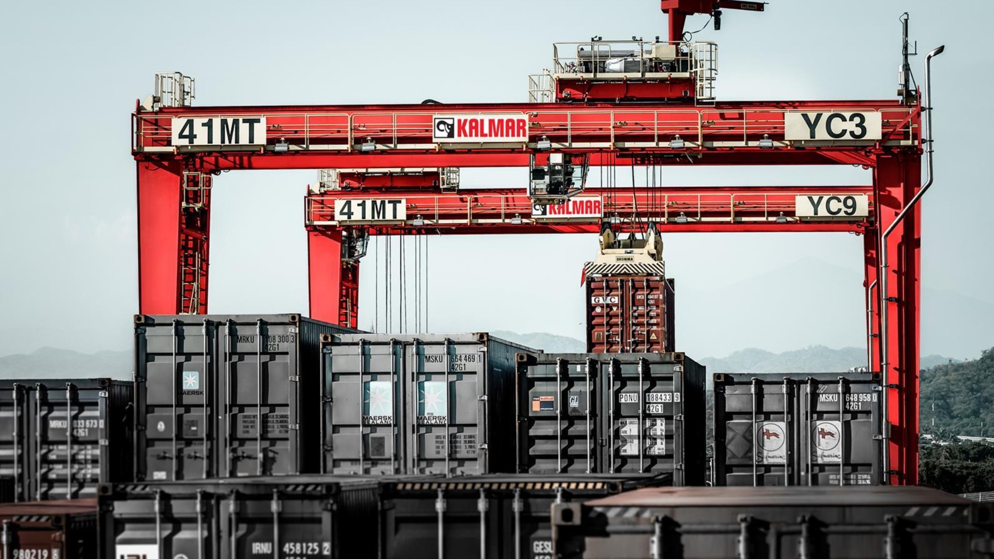 Kalmar cranes and containers