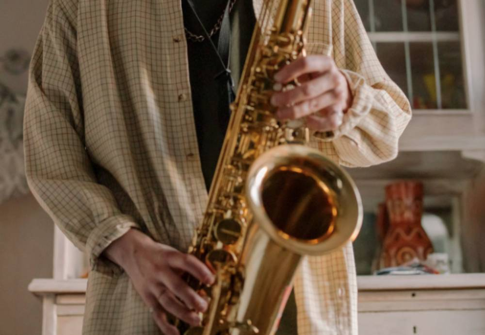 hands playing the saxophone