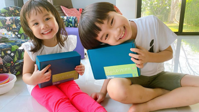 two kids and tablets