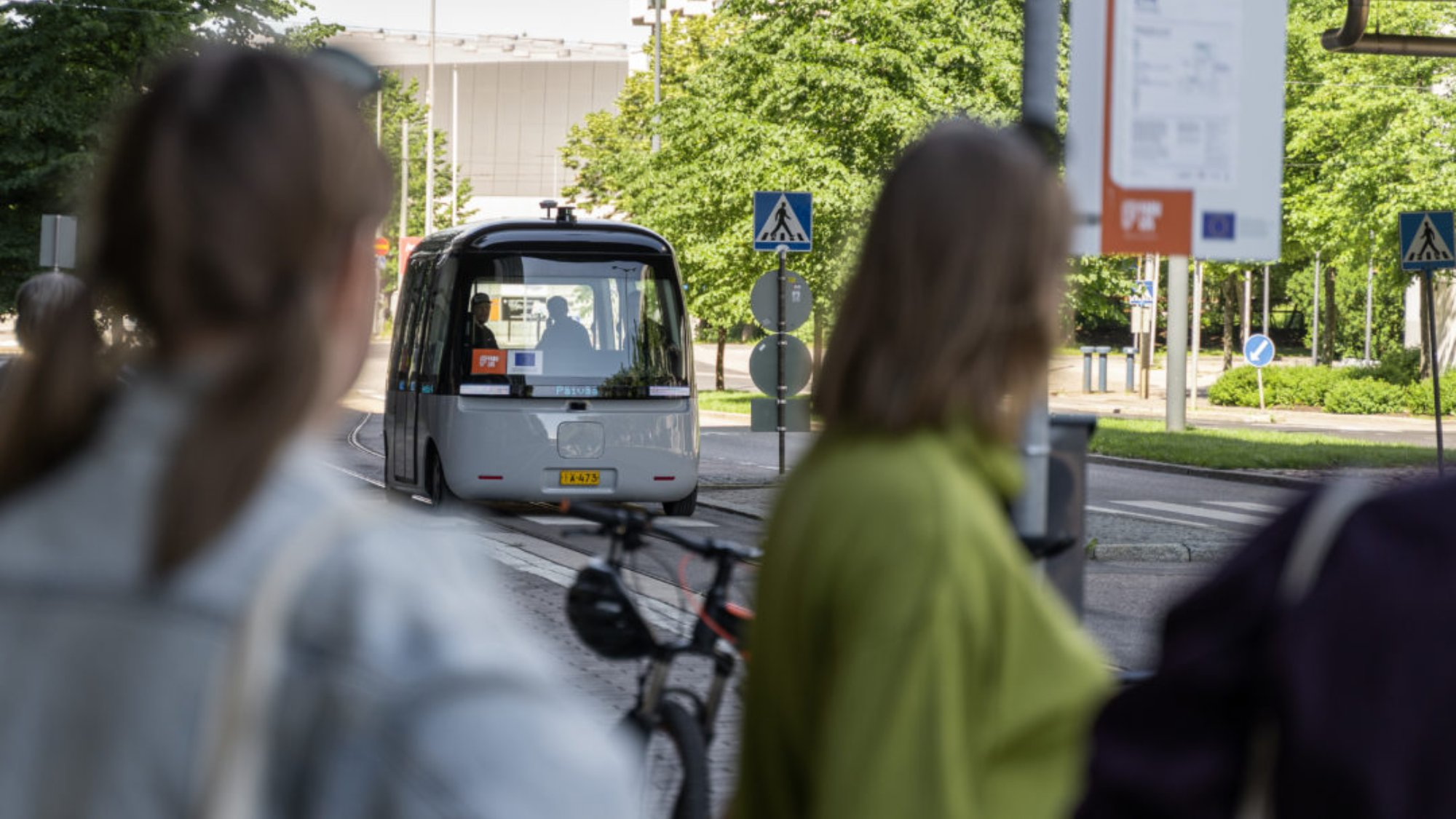 People admiring a driverless bus.