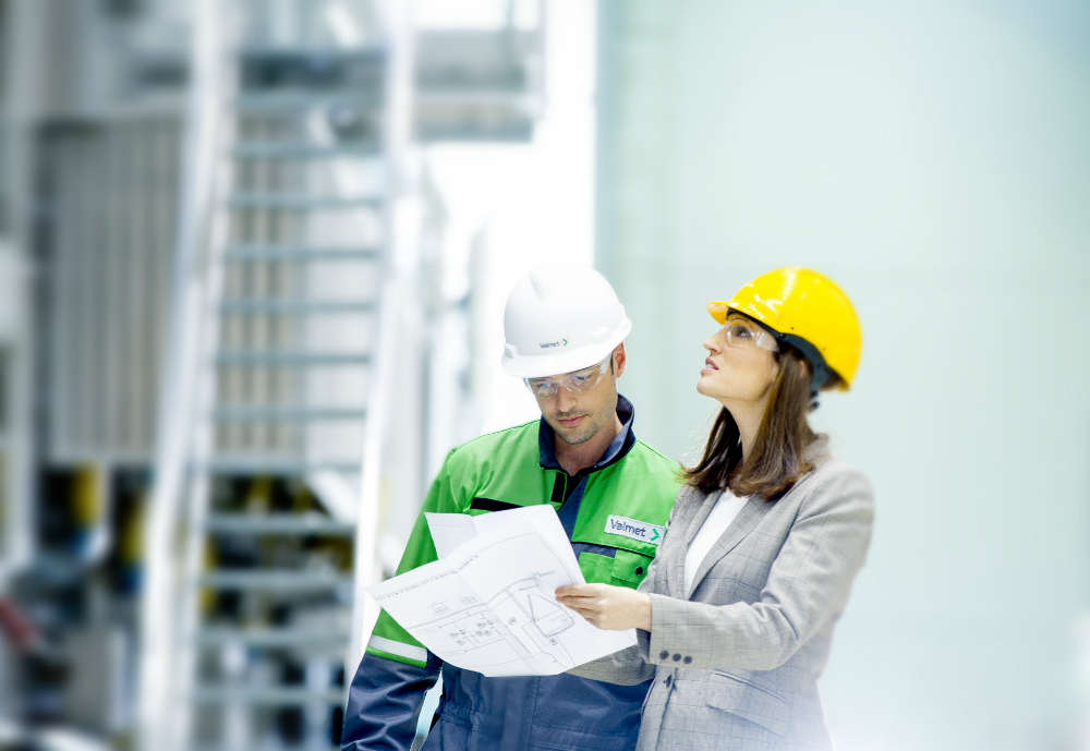 Valmet worker and manager looking at a blueprint.