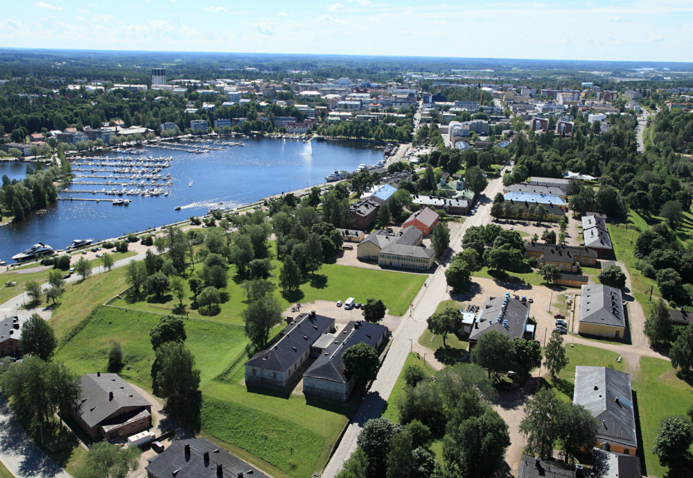 An aerial view of Lappeenranta with green parks and a lake.,