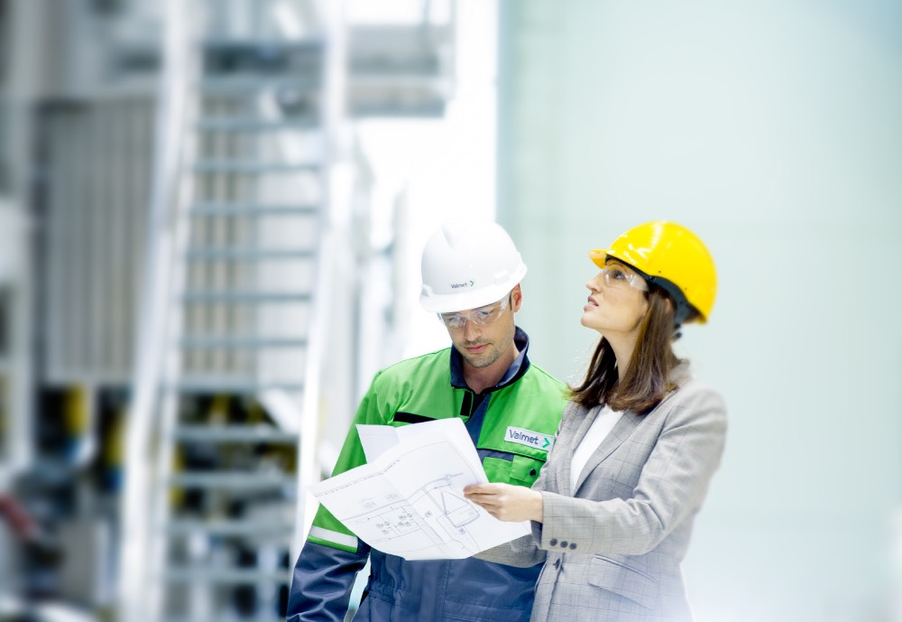 A Valmet worker and manager looking at a blueprint