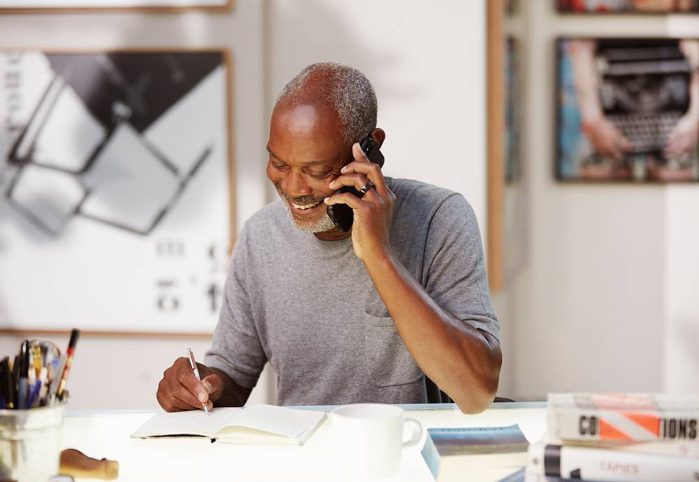 elderly man on phone with Oura ring