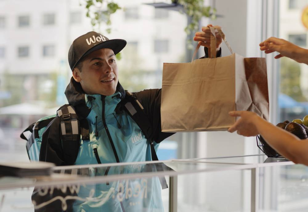 Wolt courier accepts a food package