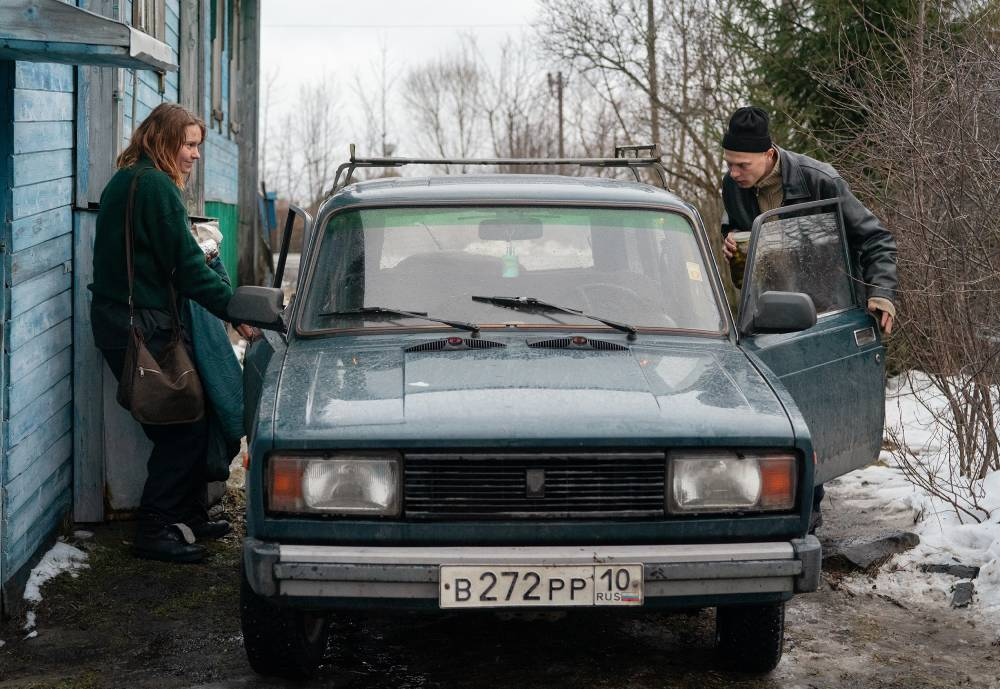 Compartment No.6. scene main characters getting into an old Lada